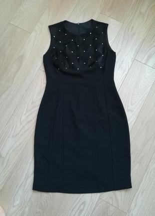 Черное платье футляр, классика