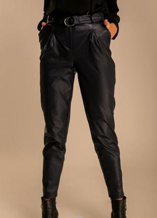 Модные штаны из кожзама шкіряні штани