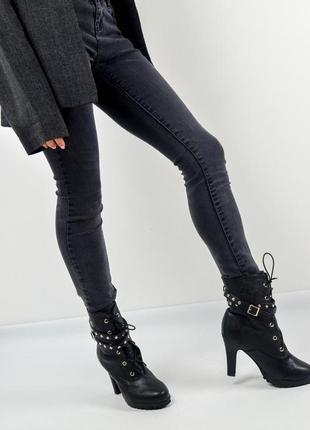 Полусапожки на каблуке со шнуровкой, заклепками и пряжкой 36-3...