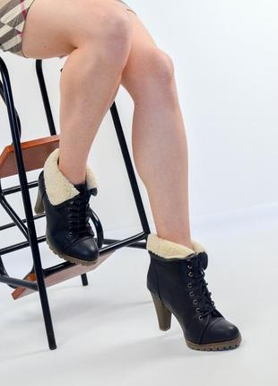 Полусапожки на каблуке со шнуровкой с искусственным мехом 36-3...