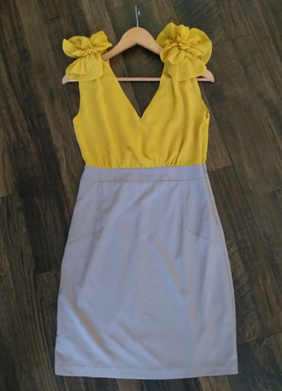 Красивое/ нарядное платье.