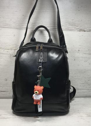 Женский кожаный рюкзак с брелком
