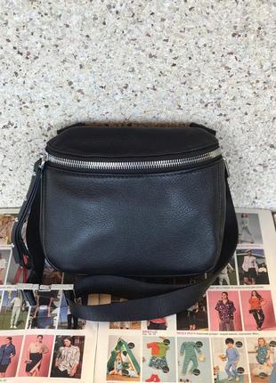 Женская кожаная сумка на пояс черная жіноча шкіряна чорна чере...