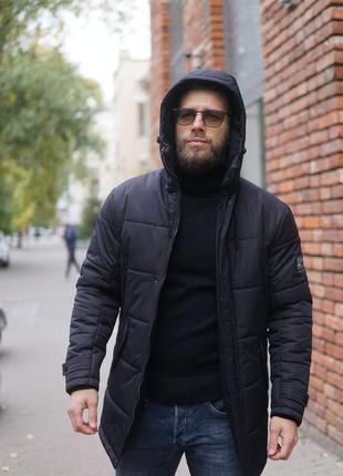 Черная зимняя теплая куртка