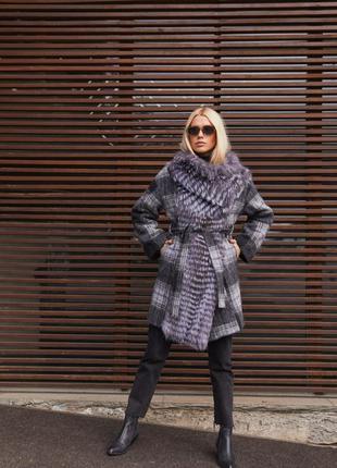 Пальто в клетку с натуральным мехом