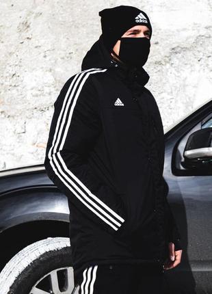 Зимняя мужская куртка adidas чёрного цвета.
