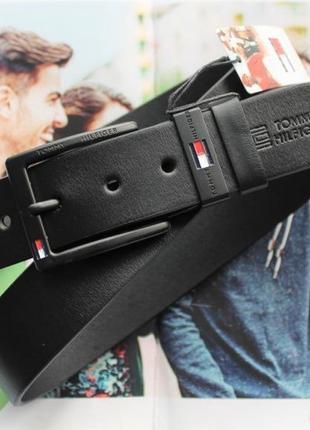 Кожаный ремень с черной пряжкой tommy hilfiger