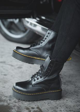 Женские черные зимние ботинки на высокой подошве dr.martens 14...