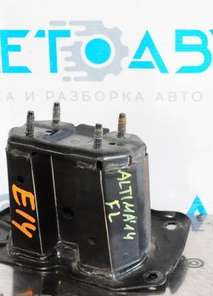 Клык усилителя переднего бампера лев Nissan Altima 13-18