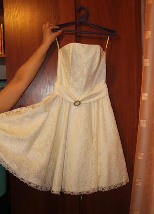Платье кружевное выпускное вечернее пышное белое кремовое корсет