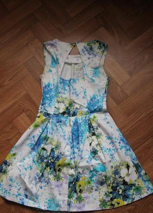 Платье белое с ярким принтом акварель