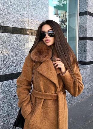 Зимнее пальто из альпаки с воротником из натурального меха песца