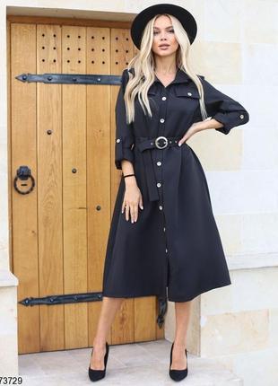 Платье миди ниже колен, черное на пуговицах с поясом