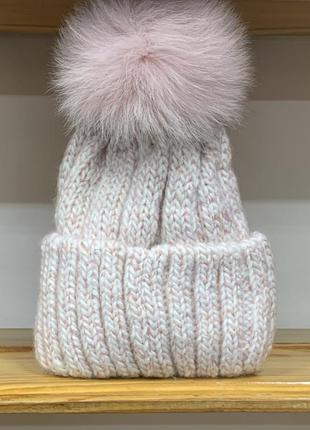 Тёплая вязаная шапка