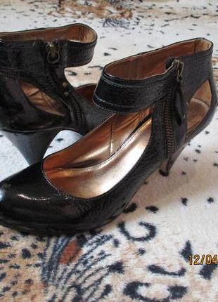 Милые туфли на замочке с ободком на лодыжке 38 рр 24 см