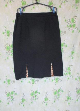 Классическая юбка карандаш с разрезами-вставками в горошек