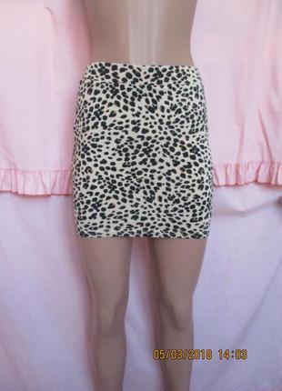 Трикотажная юбка мини в леопардовый принт