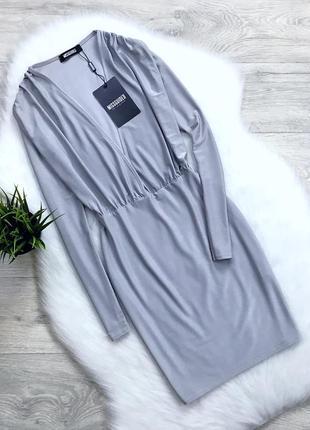 Нарядное платье с красивым декольте