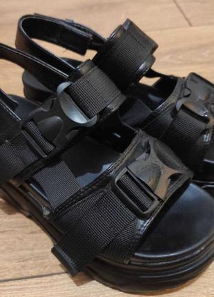 Босоножки/сандалии