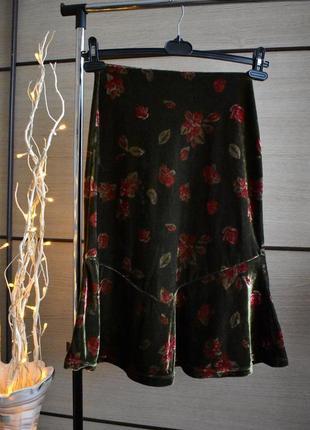 Милая велюровая юбка с розами и рюшами по низу