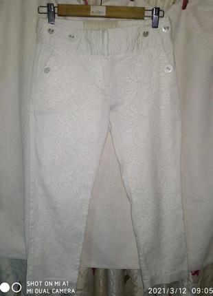 Белые котоновые  женские джинсы (34(68) в талии