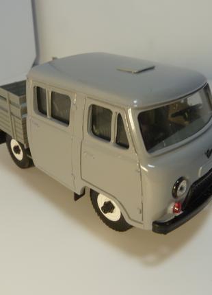 УАЗ-3962 №01 Агат-Моссар Модель в масштабе 1:43.