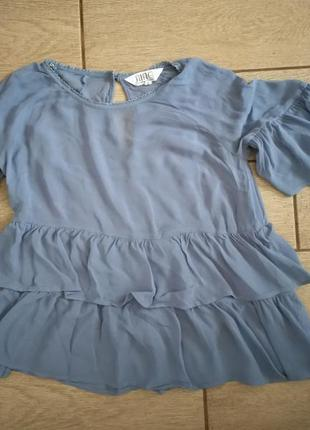 Блузка нежно голубая с воланами
