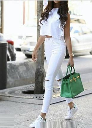 Белые джинсы скини