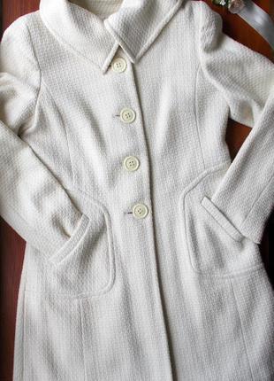 Белое демисезонное пальто
