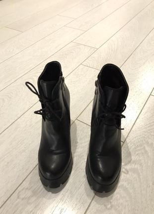 Стильные ботинки ботильоны на грубой тракторной подошве кожаны...