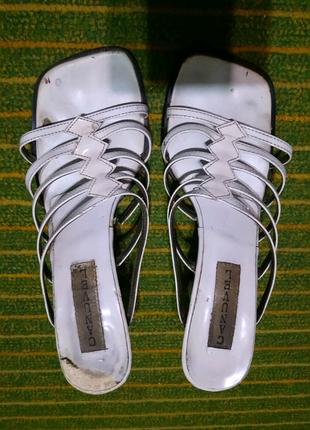 Белые мюли босоножки шлепанцы шлепки на каблуке