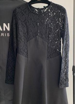 Черное мини платье с кружевом