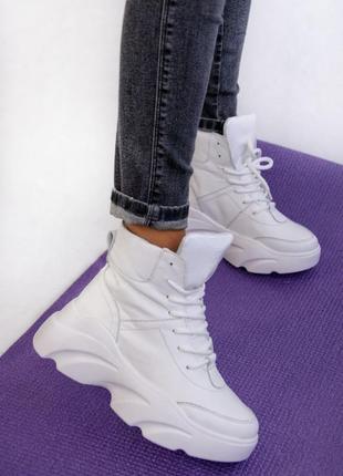 Белые кожаные ботинки женские зимние