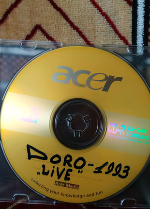 Музыка на дисках в ассортименте.