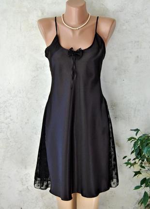 Чёрная сорочка из  искусственного шёлка с кружевными вставками...