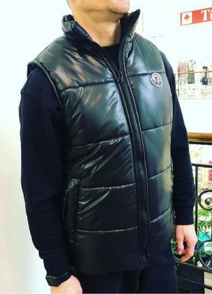 Мужская черная жилетка Moncler