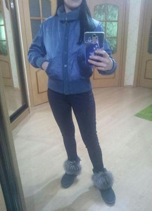 Синяя короткая курточка на резинках