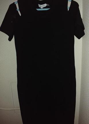 Идеальное удлиненное черное платье для красивой фигуры! открыт...