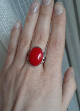 Серебряное кольцо с красным кораллом 20р