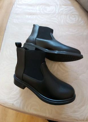 Продам новые ботинки челси