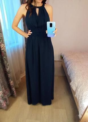 Синее платье в пол с кружевом на животе