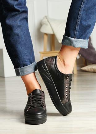 Кожаные черные кеды  на шнуровке