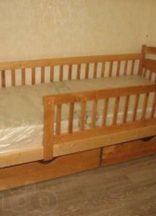 Кровать с ящиками.