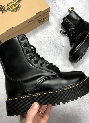 Черные женские зимние ботинки на высокой подошве dr martens