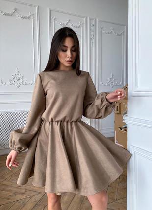 Платье с объёмными рукавами тренд плотный замш