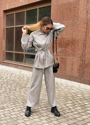 Тёплый трендовый вязанный костюм двойка свитер штаны с поясом