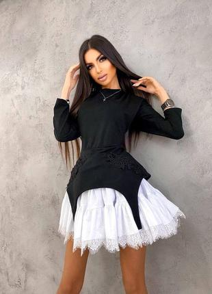 Трикотажное платье с подъюбником, декорированным кружевом