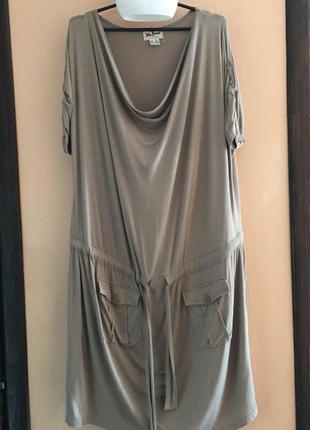 Свободное классное платье в спортивном свободном стиле с карма...