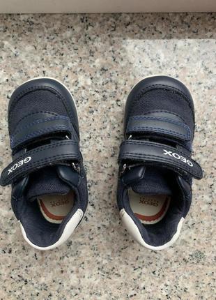 Фирменная обувь на малыша размер 20