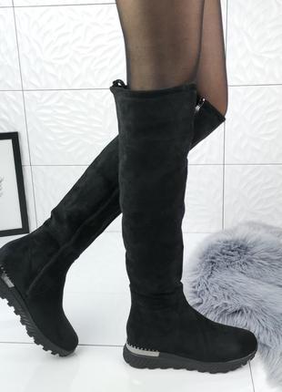 Стильные черные ботфорты
